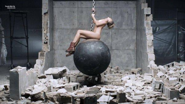 """""""Wrecking Ball"""" Découvrez le nouveau clip de Miley Cyrus !  Qu'en pensez vous ?"""