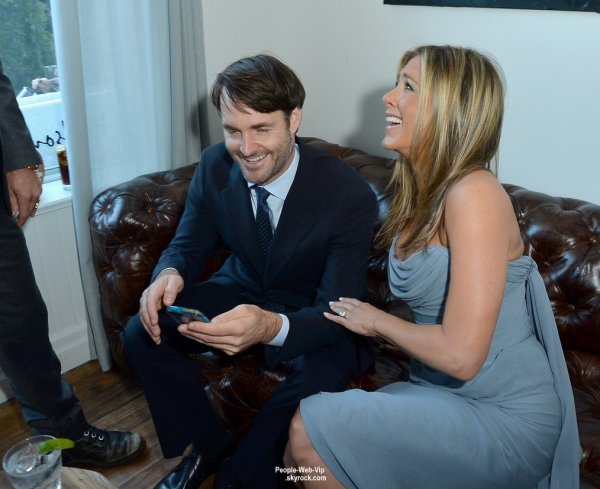 """Jennifer Aniston (et son fiancé Justin Theroux) aperçus à la projection de son prochain film """"Life of Crime"""" au Festival de Toronto 2013 (  samedi (14 Septembre) à Hudson Cuisine à Toronto, Canada.)"""