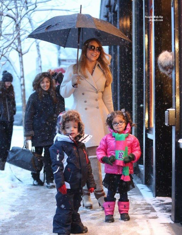Mariah Carey a fait un peu de shopping avec ses adorables jumeaux de deux ans Monroe et Moroccan ( vendredi (20 Décembre) à Aspen)