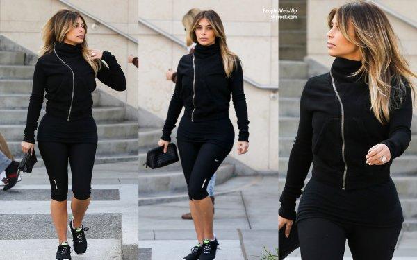 Kim Kardashian aperçue dans les rues de la Californie ( samedi (21 Décembre) à Beverly Hills, en Californie)