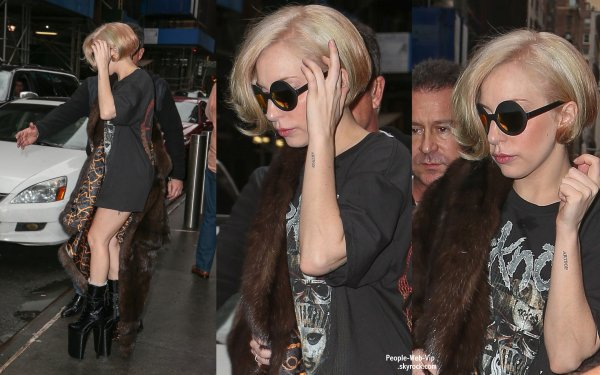 Lady Gaga apercue dans les rues de New York ( dimanche matin (22 décembre ) à New York .)