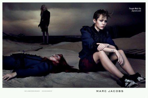 Marc Jacobs : Un visage triste sur les dernieres photos de David Sims. Miley Cyrus, la chanteuse de 21 ans, décroche son premier gros contrat publicitaire avec la campagne Marc Jacobs printemps-été 2014.