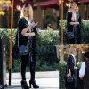 Dianna Agron aperçue en attendant patiemment sa voiture après avoir mangé au Bouchon Bistro à Beverly Hills (samedi (22 Février) , en Californie)