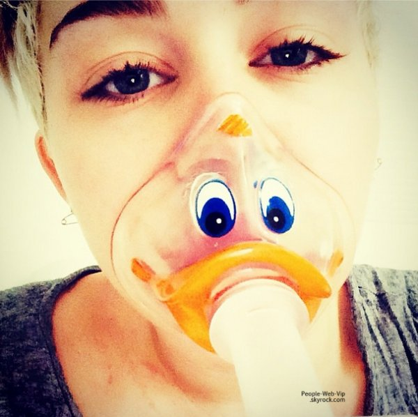 Miley Cyrus : Selfie à l'hôpital !