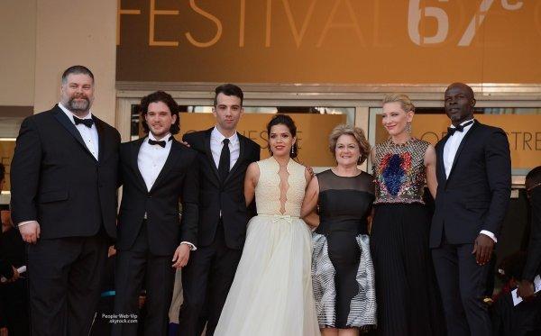 """- FESTIVAL DE CANNES 2014 -  Cate Blanchett, Kit Harington, Jay Baruchel, Djimon Hounsou, et America Ferrera posent sur le tapis rouge de """"Dragons 2"""" lors du Festival de Cannes 2014  (vendredi ( 16 mai) à Cannes , France)"""