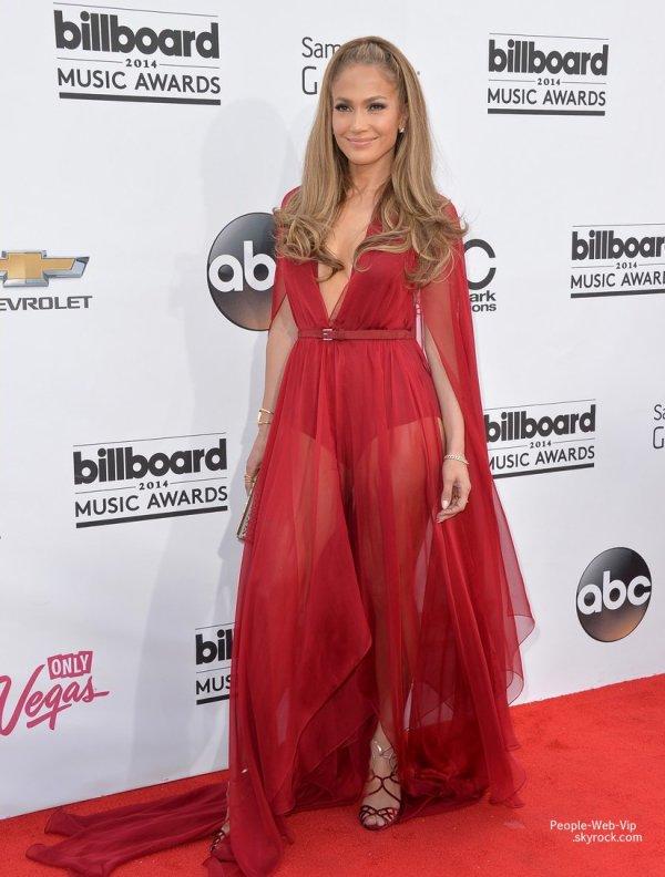 - Billboard Music Awards 2014 -  Jennifer Lopez et son homme Casper Smart, les soeurs Kendall et Kylie Jenner, Nicki Minaj, Cher Llyod, Ricky Martin et Calvin Harris sur le tapis rouge des BMA 2014 ( à l'aréna MGM Grand Garden dimanche (18 mai ) à Las Vegas, Nevada)