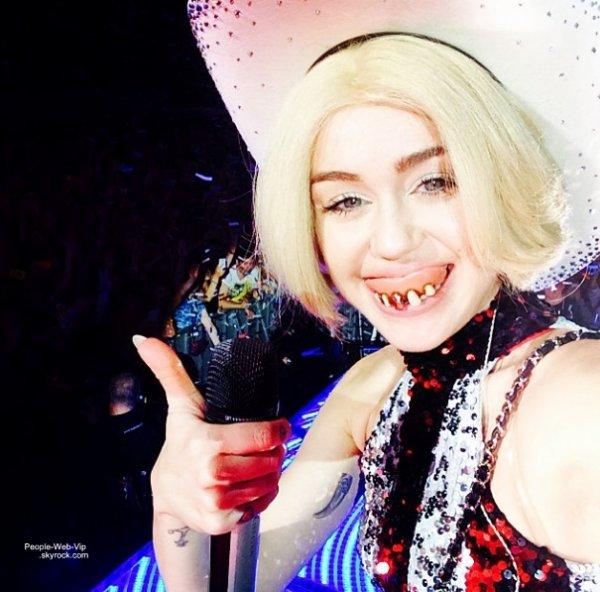Pendant ce temps : Quelques photos perso de Miley Cyrus ! Qu'en pensez vous?