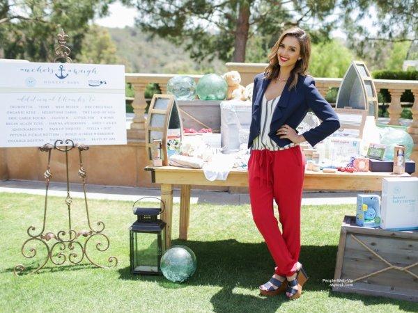 """Jessica Alba aperçue à la """" baby shower for U.S. Navy families""""  (mardi (3 Juin) à San Diego, en Californie )"""