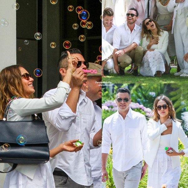 Jessica Alba a été aperçue avec son mari Cash Warren dans les rues de Beverly Hills ( vendredi (27 Juin) à Beverly Hills, en Californie )