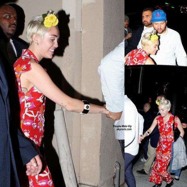 Miley Cyrus quitte la discotheque le Warwick après une bonne soirée à Hollywood. (vendredi (11 Juillet) à Hollywood. )