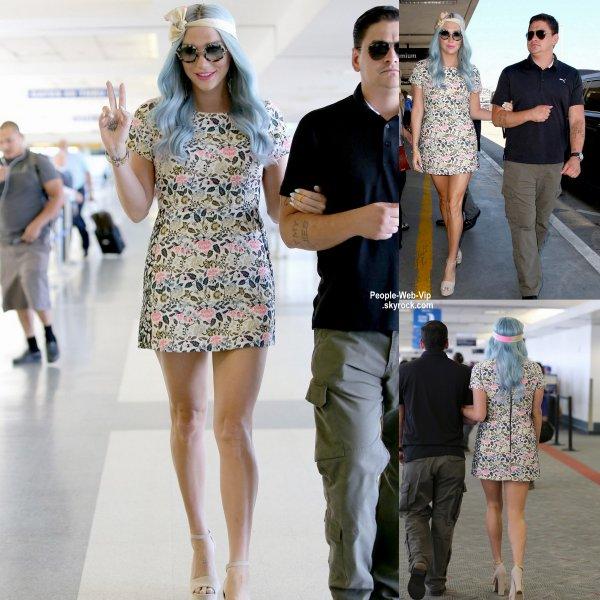Kesha a été aperçue à l'aéroport de LAX. Que pensez vous de sa tenue? (mardi (22 Juillet) à Los Angeles )