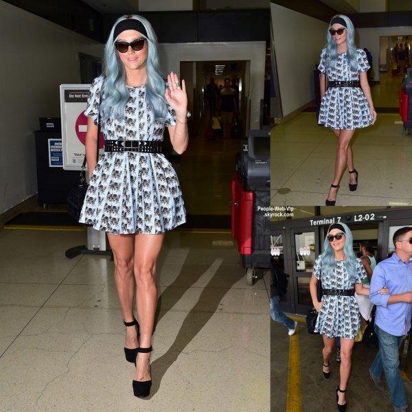 Kesha aperçue à l'aéroport de LAX avec son petit ami Brad Ashenfelter.  (vendredi (25 Juillet) à Los Angeles)