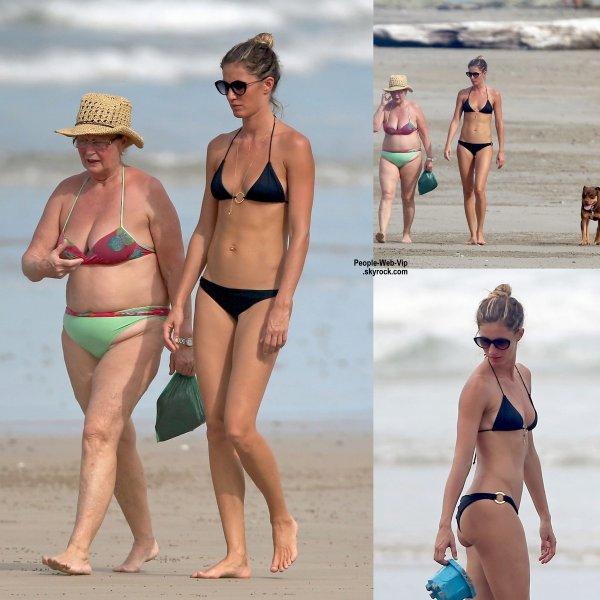 Gisele Bundchen a été aperçue sur les plages de Costa Rica. ( le dimanche (27 Juillet) au Costa Rica. )