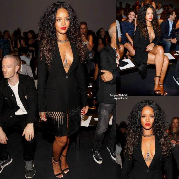 """Rihanna aperçue au défilé de mode Edun pendant la """"Mercedes-Benz Fashion Week Spring 2015"""" ( dimanche (7 Septembre) à New York. )"""