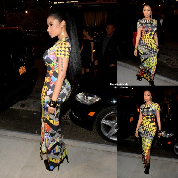 Nicki Minaj enfile une robe colorée moulante en arrivant au défilé Versus Versace lors de la Mercedes-Benz Fashion Week Printemps 2015 . ( au Metropolitan West le dimanche (7 Septembre) à New York. )