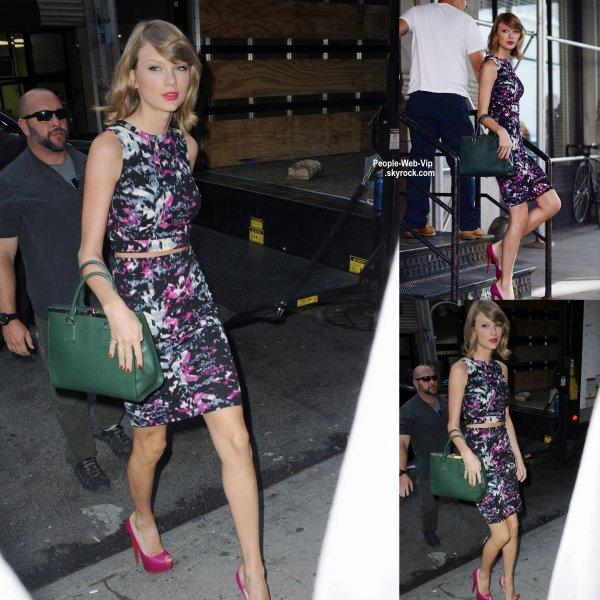 Taylor Swift a été apercue dans le quartier de Tribeca, à New York.  ( lundi après-midi (15 Septembre)