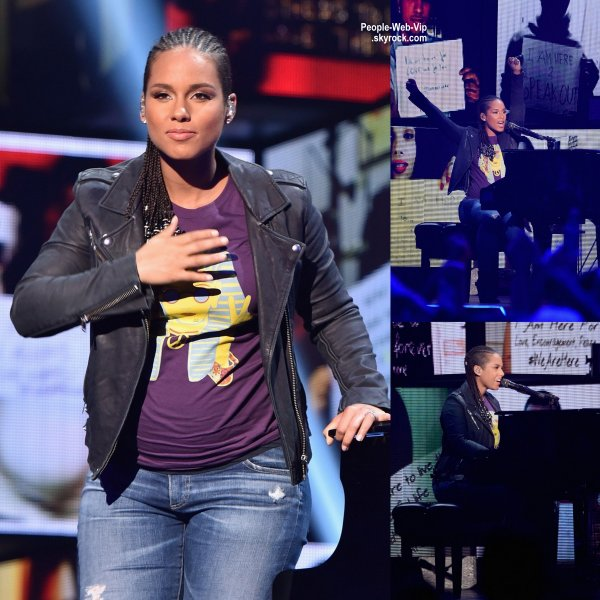 "2014 iHeartRadio Music Festival / PERFORMANCES  Alicia Keys exhibe son baby bump à la 2014 iHeartRadio Music Festival qui s'est tenue au MGM Grand Garden Arena. Pendant le festival, la chanteuse de 33 ans a interpréter son nouveau single ""We Are Here.""  (vendredi (19 Septembre) à Las Vegas. )"