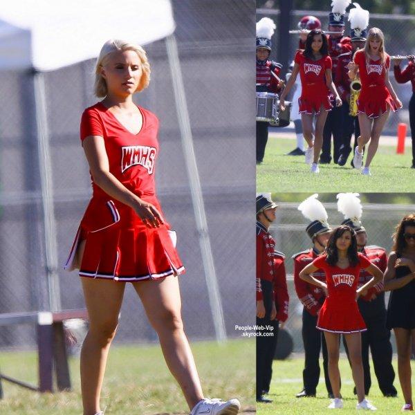 Naya Rivera a été aperçue avec ses co-stars Dianna Agron et Heather Morris pendant le tournage d'un épisode de  Glee ( lundi après-midi (22 septembre) à Los Angeles. )