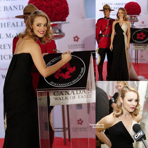 Rachel McAdams magnifique tout en marchant sur le tapis jaune à 2014 Canada Walk of Fame Awards au Centre Sony. L'actrice de 35 ans a été rejoint pour la cérémonie par Ryan Reynolds - ils ont tous deux été intronisé au Walk of Fame. (samedi (18 Octobre) à Toronto, Canada. )