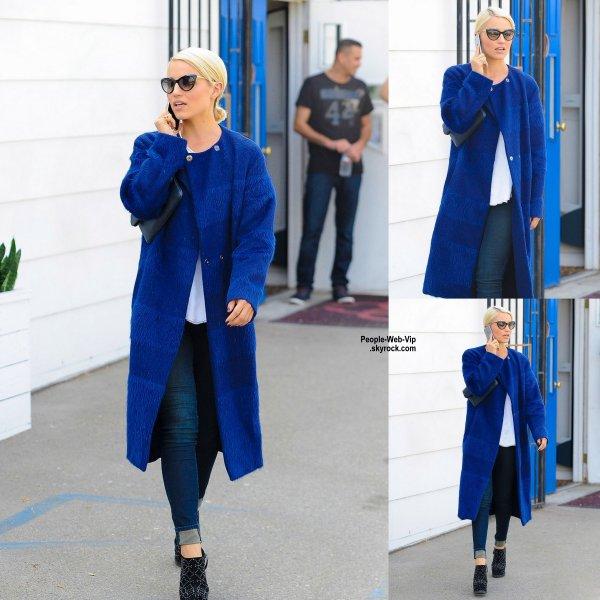 Dianna Agron a été aperçue dans les rues de Los Angeles. Que pensez vous de son look? (vendredi après-midi (17 Octobre)