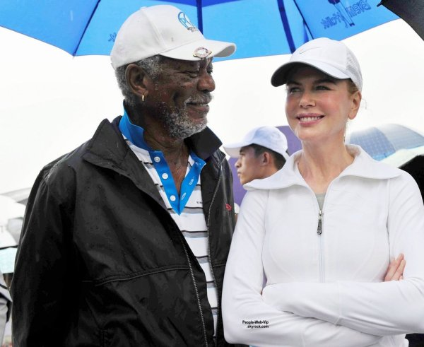 """Nicole Kidman a été aperçue au """"2014 Mission Hills World Celebrity Pro-Am tournament"""". L'actrice de 47 ans, a été rejoint sur le parcours de golf par Chris Evan, Jessica Alba, et Morgan Freeman.  (samedi (25 Octobre) à Haikou, Chine. )"""