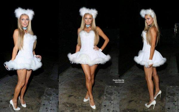 Quoi de neuf Paris? L'héritière a été aperçue dans les rues de West Hollywood ou elle se rendait a la soirée 'HALLOWEEN PARTY AT 1OAK'  (vendredi 31 octobre)