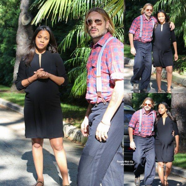 Bientôt maman de jumeaux, Zoe Saldana a été aperçue avec son mari Marco Perego dans les rues de Beverly Hills. ( dimanche (9 Novembre) à Beverly Hills, en Californie.)
