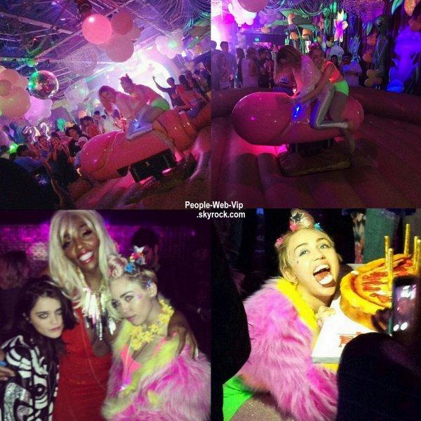 Miley Cyrus a fêter ses 22 ans à la discothèque Factory Nightclub  à Hollywood. Miley a été repéré avec son beau Patrick Schwarzenegger mais aussi Sky Ferreira. (samedi (22 Novembre).