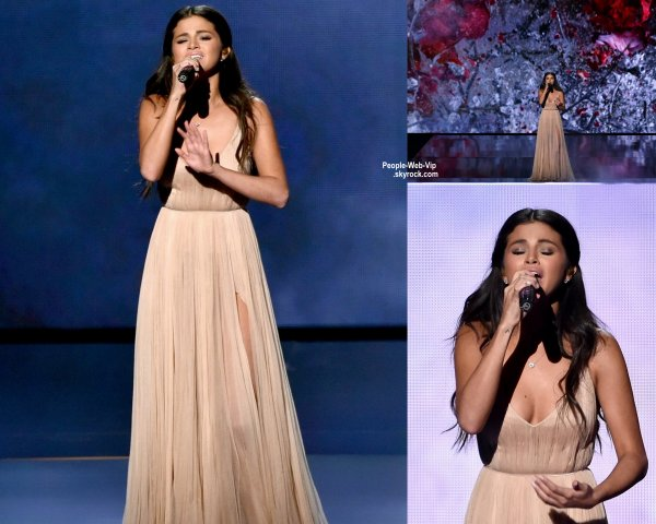 "- AMERICAN MUSIC AWARDS 2014 - PERFORMANCES - Nicki Minaj a été rejoint sur scène par Skylar Grey pour interpréter leur nouveau single ""Bed of Lies"" lors de la cérémonie des American Music Awards 2014  ( au Nokia Theatre LA Live le dimanche (23 Novembre) à Los Angeles.)"