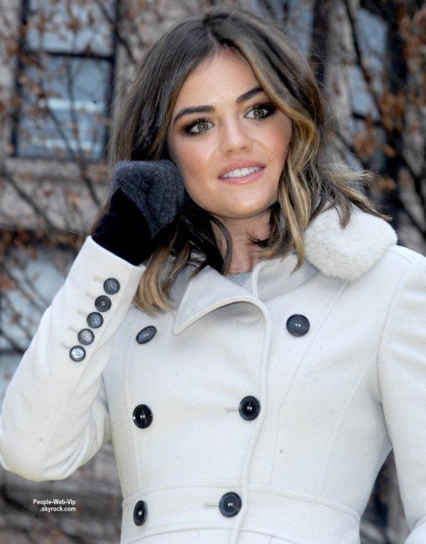 """La belle Lucy Hale a fait une apparition à la parade """"  2014 Macy's Thanksgiving Day Parade""""  ( jeudi (27 Novembre) à New York City.)"""