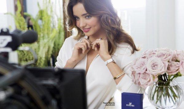 Découvrez Miranda Kerr dans la nouvelle campagne de Swarovski pour la collection printemps / été 2015. Qu'en pensez vous?