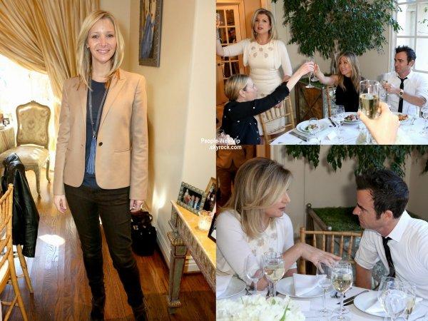 """Jennifer Aniston a été rejoint par son fiancé Justin Theroux, son amie Lisa Kudrow et Chelsea Handler lors d'un déjeuner pour célébrer la sortie de son film """" Cake"""". ( mardi (6 Janvier) à Los Angeles.)"""