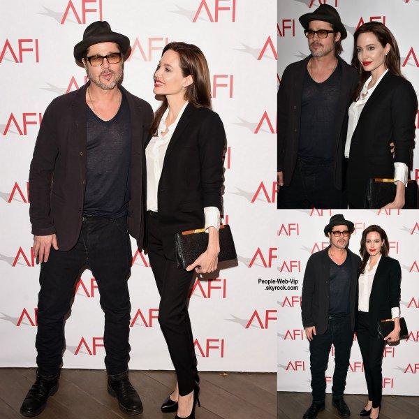 """Angelina Jolie marche le tapis avec son mari Brad Pitt lors du déjeuner """"2015 AFI Awards"""" à l'Hôtel Four Seasons à Beverly Hills  (vendredi après-midi (9 Janvier) à Los Angeles.)"""