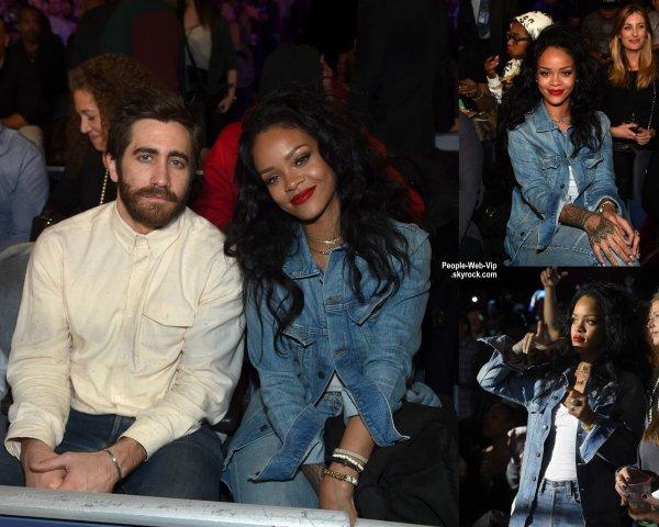 """Jake Gyllenhaal a été aperçue avec Rihanna assis au premier rang au """"Roc Nation Sports Presents: Throne Boxing"""" au Madison Square Garden  (vendredi soir (9 Janvier) à New York City.)"""