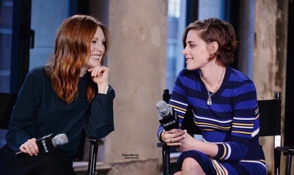 """Kristen Stewart a été aperçue à la """"AOL's BUILD Speaker Series """"  dans les studios AOL. L'actrice a été rejointe par  Julianne Moore. ( mardi (13 Janvier) à New York City.)"""