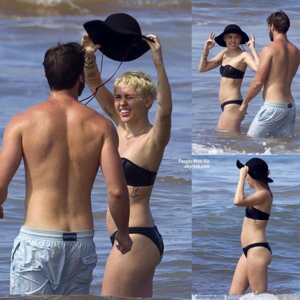 Miley Cyrus et son petit ami Patrick Schwarzenegger, en vacances, sur les plages d'Hawaii. (mardi (20 Janvier) à la plage de Maui, Hawaii.)
