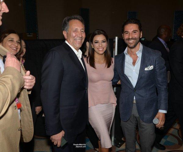 """Eva Longoria a été aperçue à un salon réservé aux professionnels le """"NATPE 2015""""  ( 22 janvier à Miami. )"""