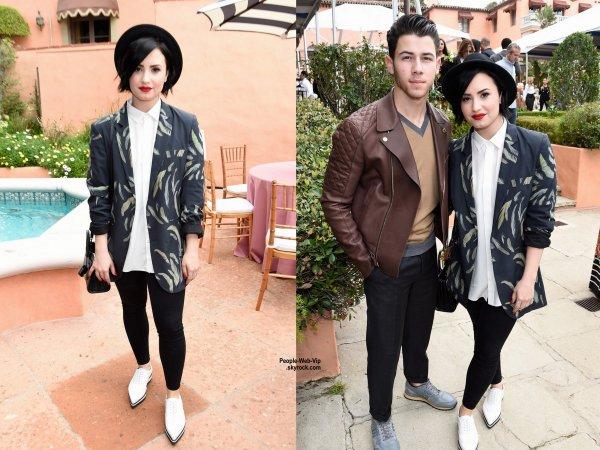 """Demi Lovato et Nick Jonas posent pour une photo ensemble lors du """"Roc Nation, PUMA, and Three Six Zero Pre-Grammy Brunch""""  dans une résidence privée. Présents à l'événement Willow et Jaden Smith. (samedi après-midi (Février 7) à Beverly Hills, en Californie.)"""