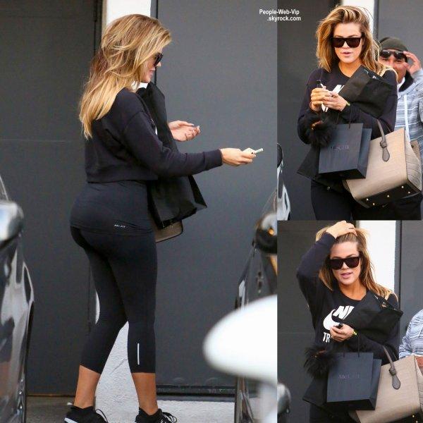 Khloe kardashian a t aper ue dans les rues de beverly - Salon de coiffure vip ...