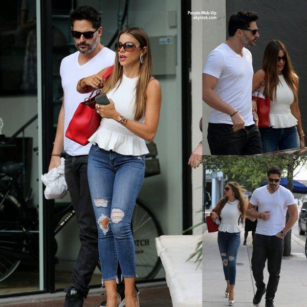 Sofia Vergara a déjeuner avec son fiancé Joe Manganiello au  Michael's Genuine Food & Drink à Los Angeles. (samedi (27 Février) à Los Angeles.)