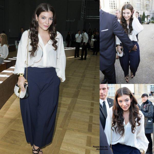 Lorde assise au premier rang lors du défilé Chloé  pendant la Fashion Week de Paris. Elle a été rejoint par Kelly Rowland, Christina & the queens et Aymeline Valade. ( dimanche (8 Mars) à Paris, France.)