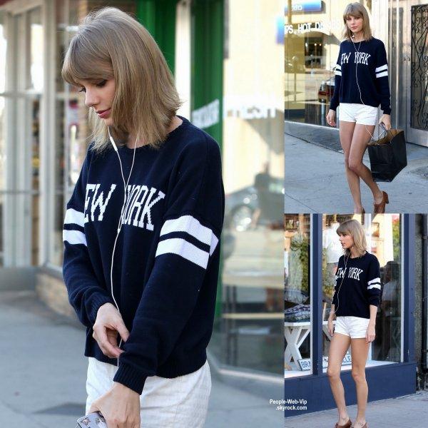 Taylor Swift a été aperçue dans les rues de Beverly Hills lors d'une virée shopping. (mardi (10 Mars) à Beverly Hills, en Californie.)