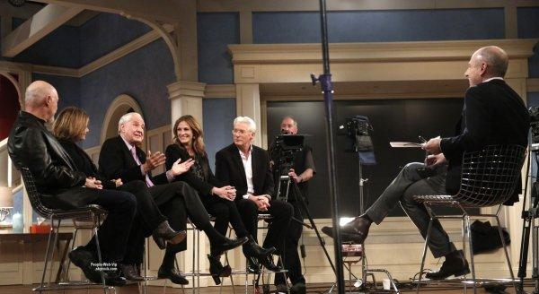 """- Pretty Woman cast reunion -  Julia Roberts s'est réunit avec le casting du film Pretty Woman pour la première fois en 25 ans dans ces premières photos pour le """"Today Show"""". L'actrice est rejoint par ses co-stars Richard Gere, Hector Elizondo, Laura San Giacomo, et Garry Marshall lors de l'interview."""