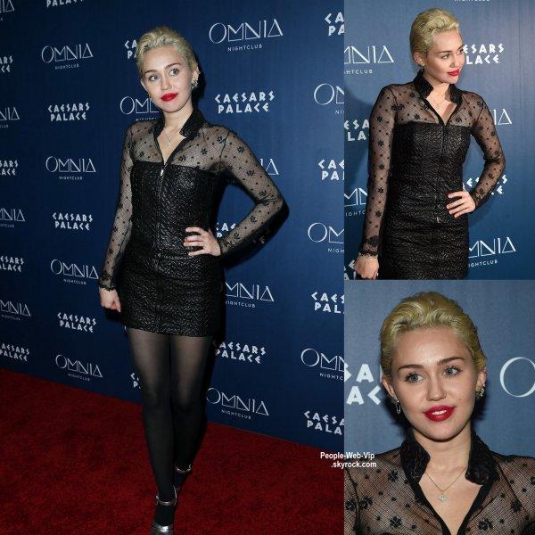 Miley Cyrus fait une apparition à la discothèque Omnia au Caesars Palace  (samedi soir (21 Mars) à Las Vegas.)