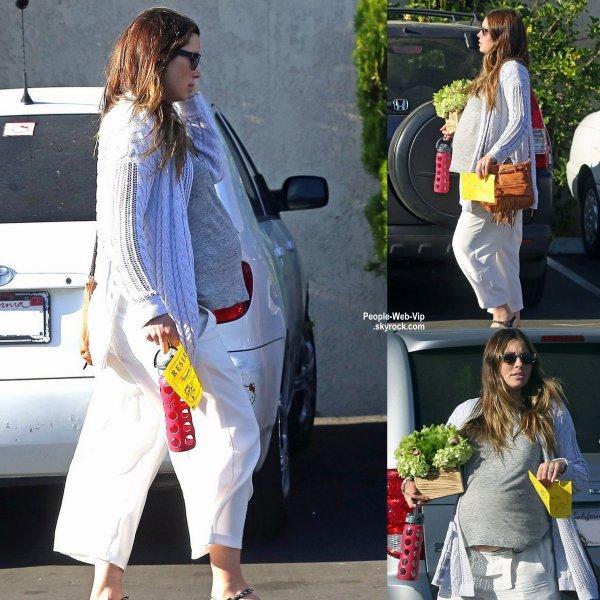 Bientôt maman, Jessica Biel Timberlake a été aperçue dans les rues de la Californie sortant d'une fête d'anniversaire. (vendredi (27 Mars) à Glendale, en Californie.)