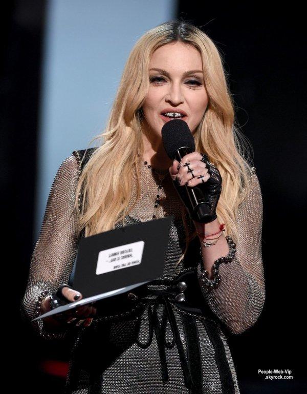 """Madonna et Taylor Swift avec leurs prix lors de la cérémonie des """"2015 iheartradio Music Awards"""" tenue au Shrine Auditorium ( dimanche (29 Mars) à Los Angeles.)"""