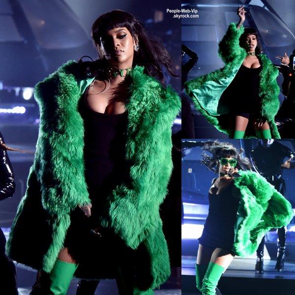 """Rihanna a interpréter sa chanson """"""""Bitch Better Have My Money""""  """" pour la première fois en direct lors de la cérémonie des """" iheartradio Music Awards 2015"""" tenue au Shrine Auditorium. (dimanche (29 Mars) à Los Angeles.)"""