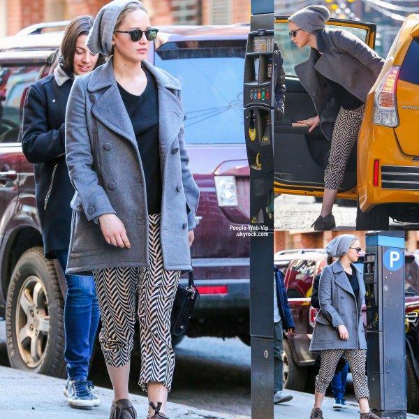 Jennifer Lawrence a été aperçue dans les rues de Soho à New York. ( dimanche (29 Mars).