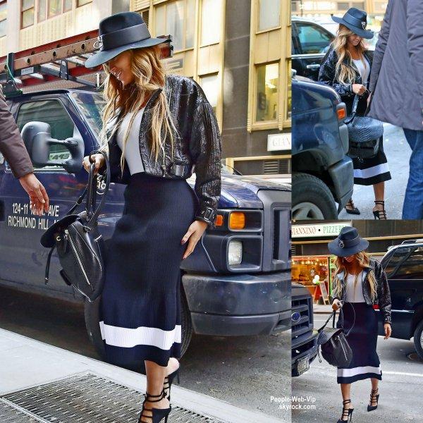 Beyonce a été aperçue dans les rues de New York. ( vendredi (Avril 3) à New York City.)