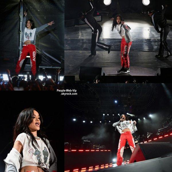 """Rihanna a dévoiler son clip  """"American Oxygen""""  exclusivement sur le service de streaming de musique """" TIDAL' La vidéo a été réalisé par Darren Craig et vous ne pouvez la regarder seulement en vous inscrivant au site."""